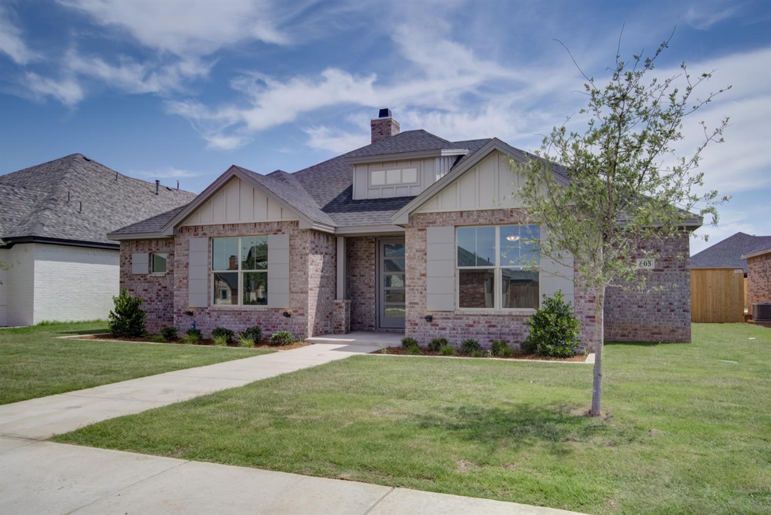 This delightful Apex Construction property is welcoming, with its abundant natural lighting and shaded entrance. The special ceilings, stunning floors, and high quality finishes create an ambience of luxury and comfort, because we know that your home should be a reflection of your great tastes  Apex Construction prides itself in hard work and customer service, because they truly value the people that they work with. With years of construction experience, customers will feel valued and listened to as they work side by side with our team to design their dream home.