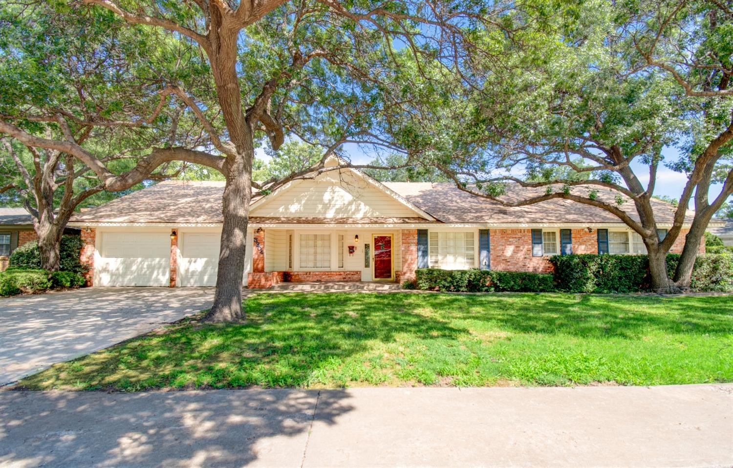 Large home in established neighborhood in Central Lubbock.  This home has plenty of room for family and entertaining.  Potential mother in law suite off of laundry room and a large bonus room above the garage make this a must see.  Another plus for this one is that it is in the Miller Elem attendance zone.