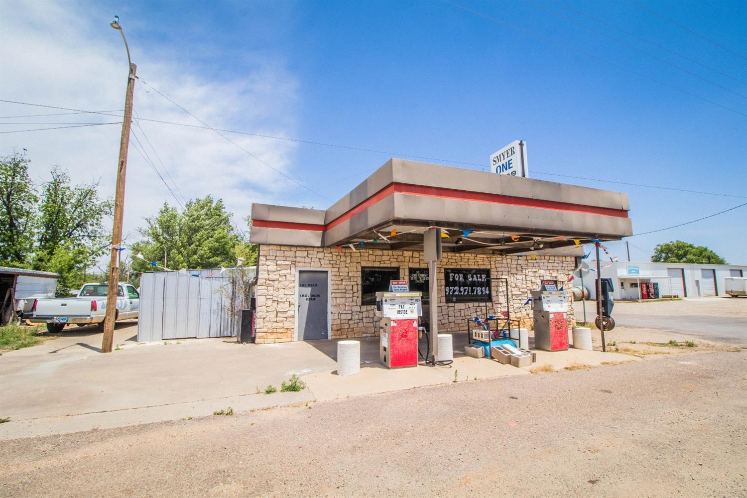 Great investment opportunity to own an established gas station on Hwy 114 in Smyer, between Lubbock and Levelland. This gas station has above ground tanks, functioning pumps, vehicle repair garage, grocery section and storage.