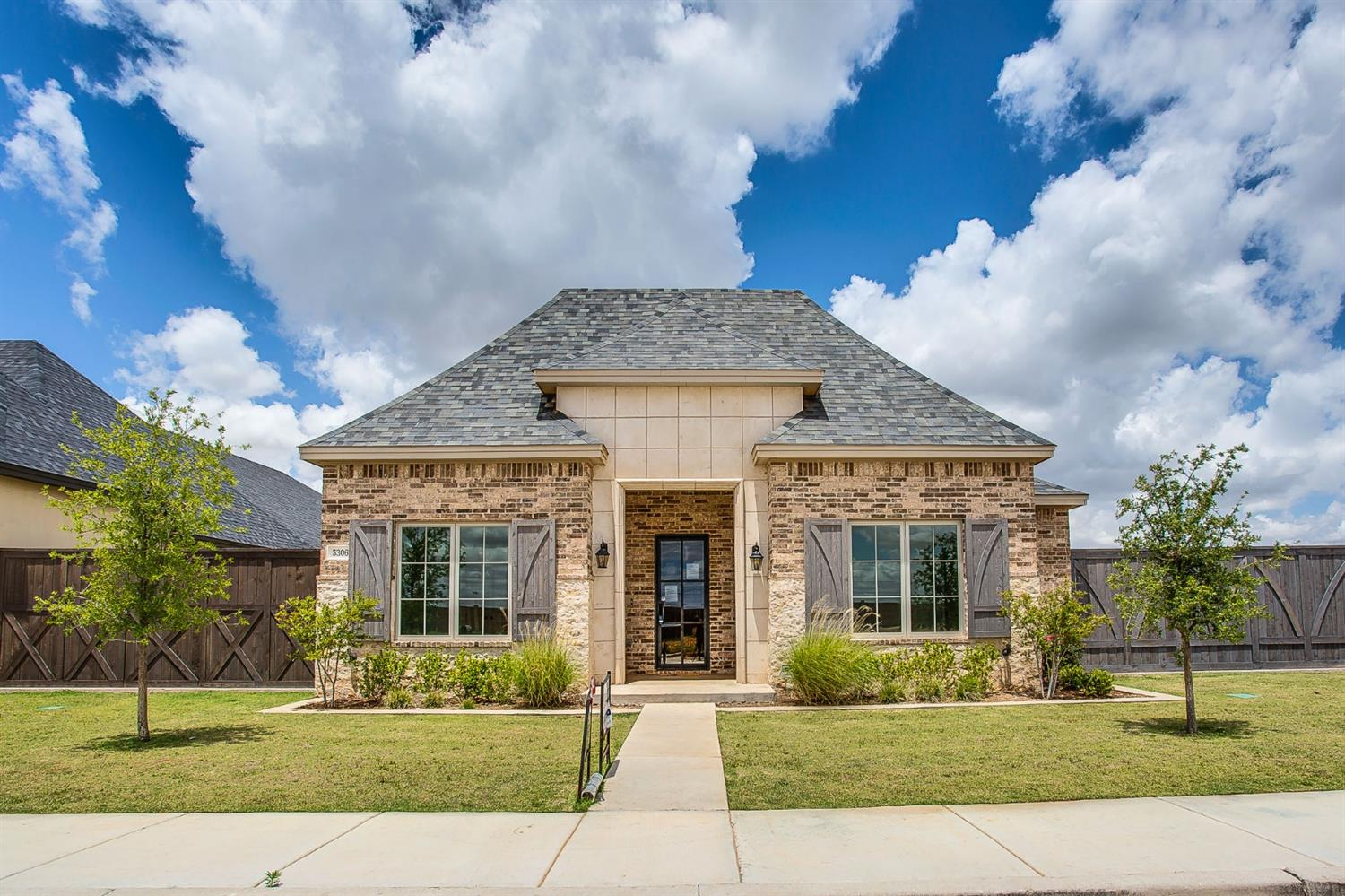 Welcome to Lubbock's newest premier neighborhood, Abbey Glen.  Abbey Glen is conveniently located in southwest Lubbock just west of Slide Rd. and 114th St.  This planned development is located in Cooper schools and will feature it own private park.  This beautiful garden home was built by the award winning Clearview Custom Homes, and offers an open floor plan.  The large great room, gourmet kitchen, and separate dinning room are perfect for entertaining.  The isolated Master offers double vanities, separate walk in shower and tub, spacious closet!