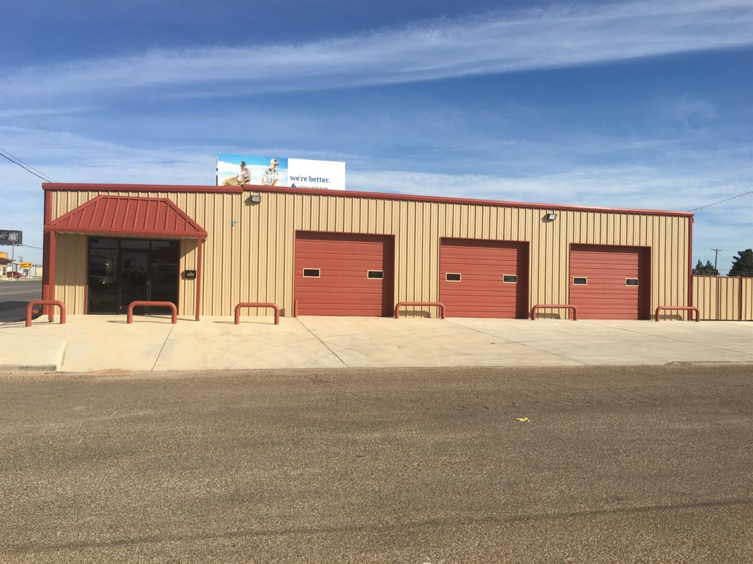 Free standing office/warehouse for sale in Brownfield, Texas. Property is leased to an oil and gas service provider. Current tenant lease expires August 31, 2021. Cap rate is 11.96%. Property has three 10' overhead doors and a small 3,500 SF stackyard, two bathrooms, two offices, and front counter with lobby. Remodeled in 2017.    NOI - $29,900 - Income Producing Property  Oil & Gas Service Related Tenant  Building Remodeled in 2017  Small Fenced Stack Yard