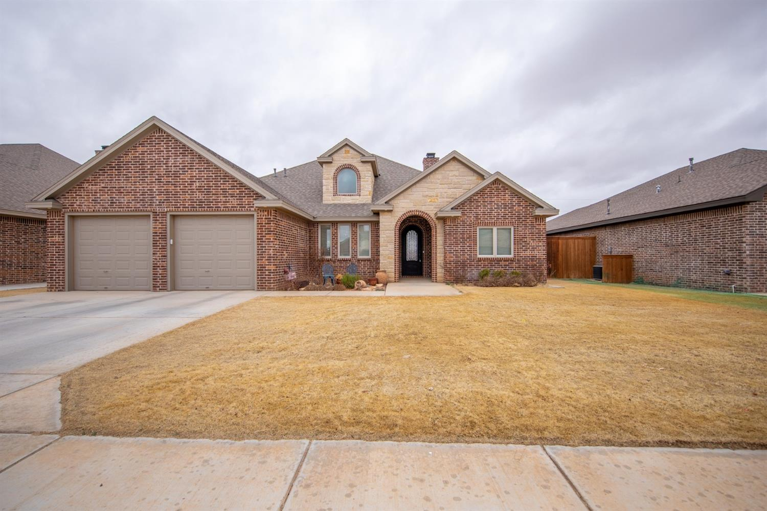 Located in Shallowater Texas!! Great place to call home. This open design allows for easy living with spacious rooms. Front formal dining. Living and kitchen combination. 4 bedrooms, 3 baths plus office area. A must see. Built by Truitt Garland.