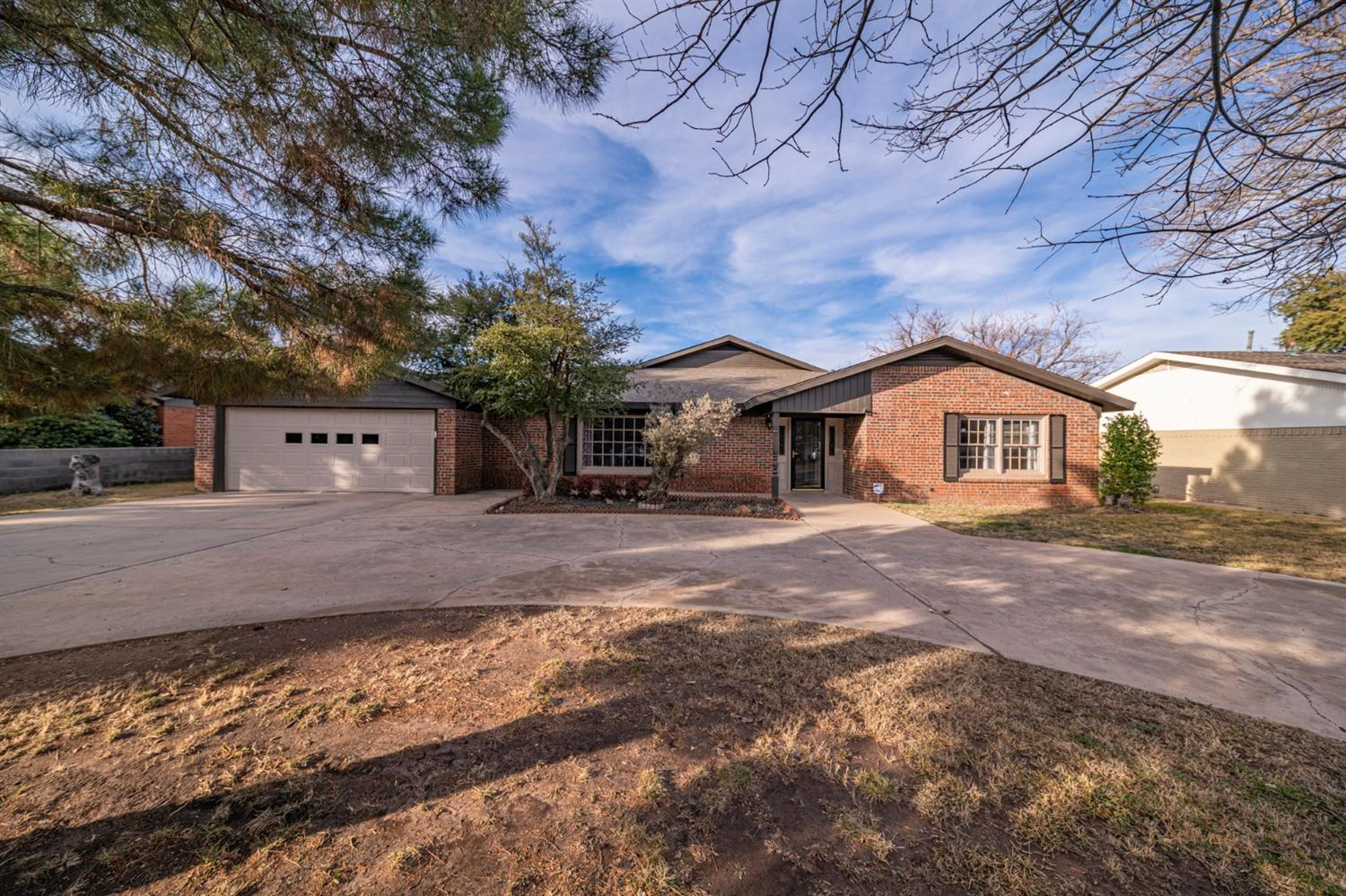 Gorgeous updated 4 bedroom 4 bath home in Great location , home offers wood floors and tile through out home , New Fridge, Stove & Microwave , Washer and dryer will convey with home, This one won't last long ! Call your Realtor today for showing .