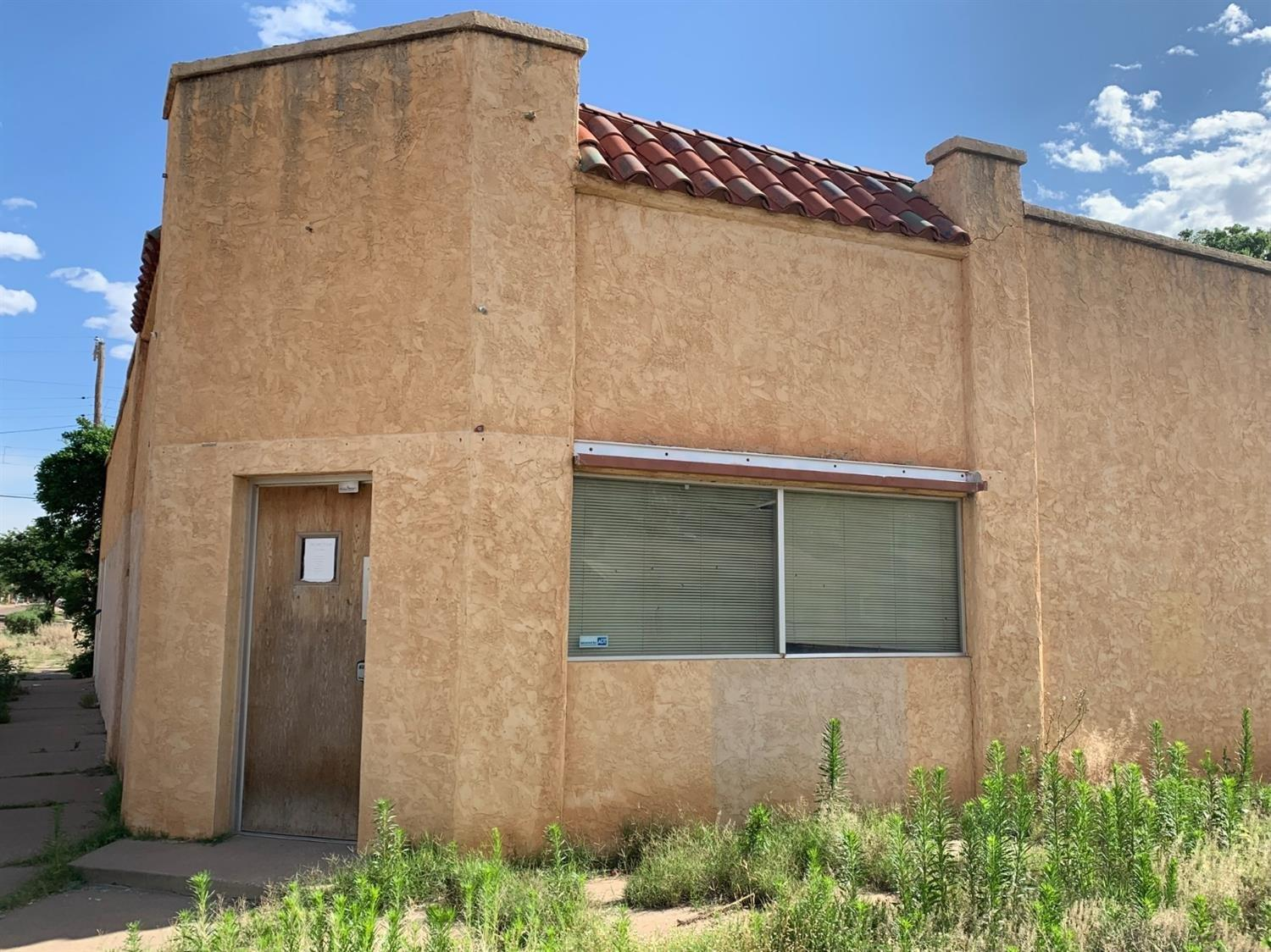 Fantastic opportunity in South Overton only blocks from Texas Tech!  Commercial building with so many possibilities: warehouse, office, 4-plex, business, retail, etc! 1860 square foot building with large lot and plenty of space for parking or development. City of Lubbock zone is C1.