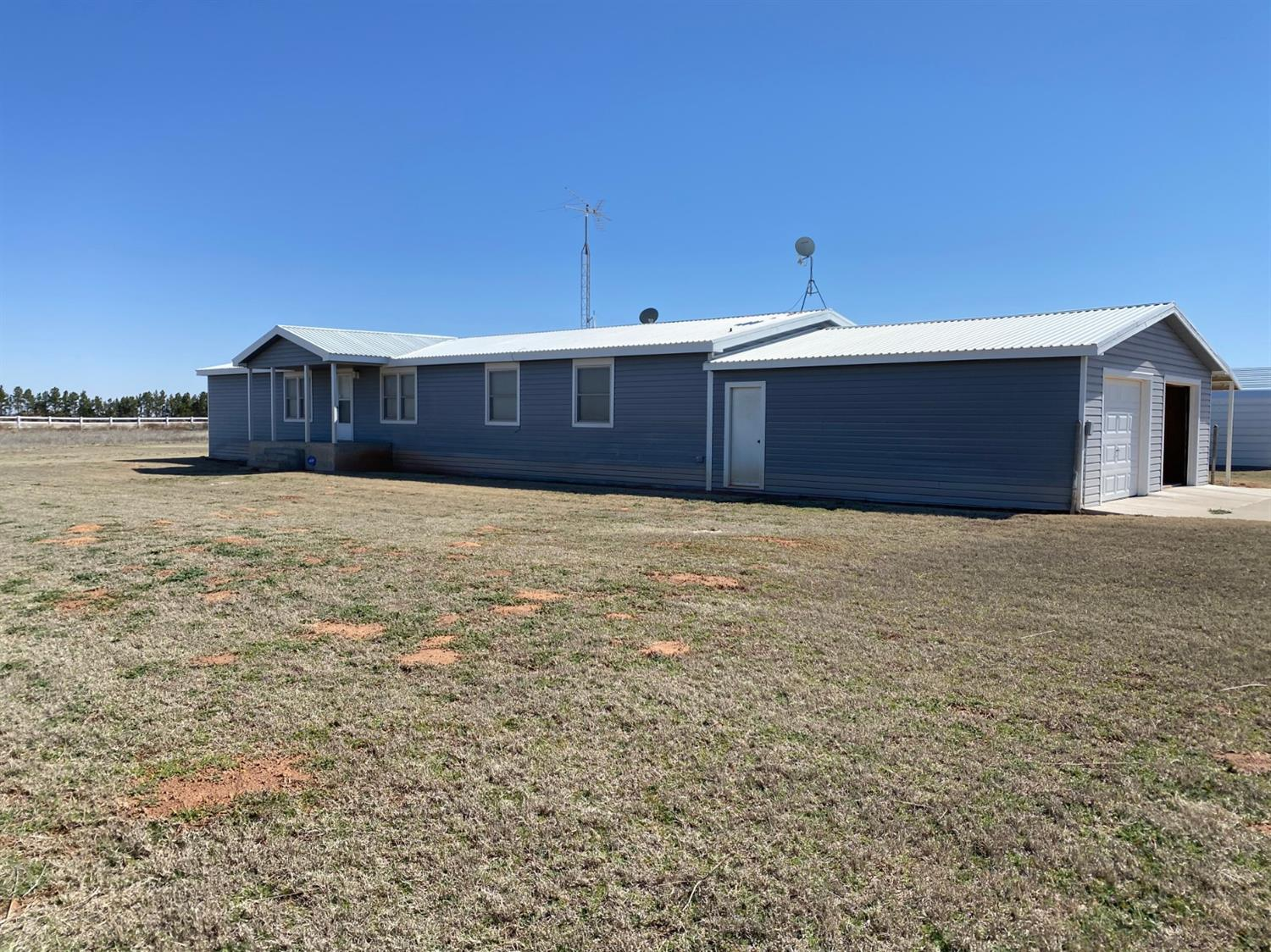 Great 4 bedroom, 3 bath house, with several shops that sits on 10 acres. Lots of potential and plenty of space. Dont miss this one!