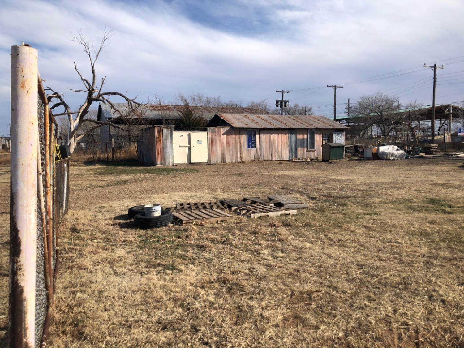 Two lots (12,000 sq ft, .2755 acres) on 29th St between I27 and Ave L. Great location for your business. Seller will removed current structure and place a 1200-1400 sq ft building on the property for an additional $25,000 with acceptable offer.