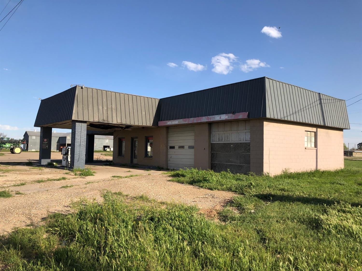 Commercial property available at the corner of US Hwy 82/62/State Hwy 114 and Harrison Ave in Lorenzo, TX. Property is on 1 acre along a well traveled highway. City utilities. Sold as-is.