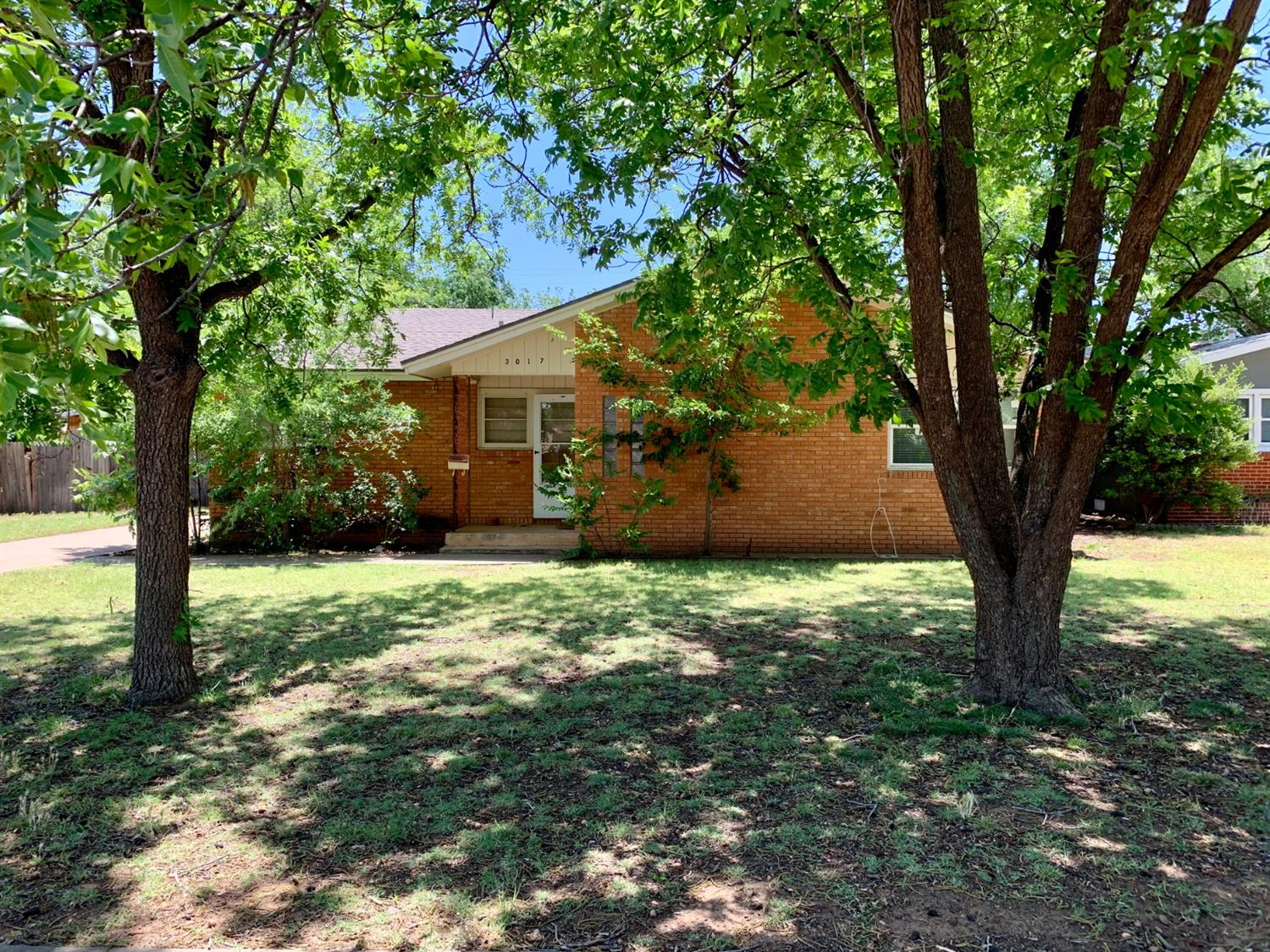 Great 4 bed 2 1/2 bath home that caters to investors, TTU parents. You don't want to miss out on this house!