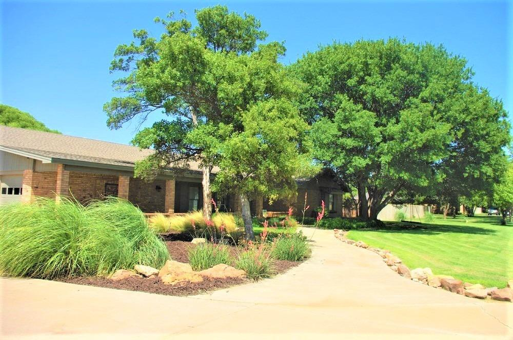 Awesome 4 bed, 2.5 bath home with a BASEMENT on a large, 1 acre lot in Frenship ISD! 4,172 Total Sq. ft. (3,520 Above Ground + 652 Basement per appraiser).  Slate Tile flooring!  Perfect size to put in a pool or build a shop! Don't miss the doggy shower in the utility room area of the hosue.