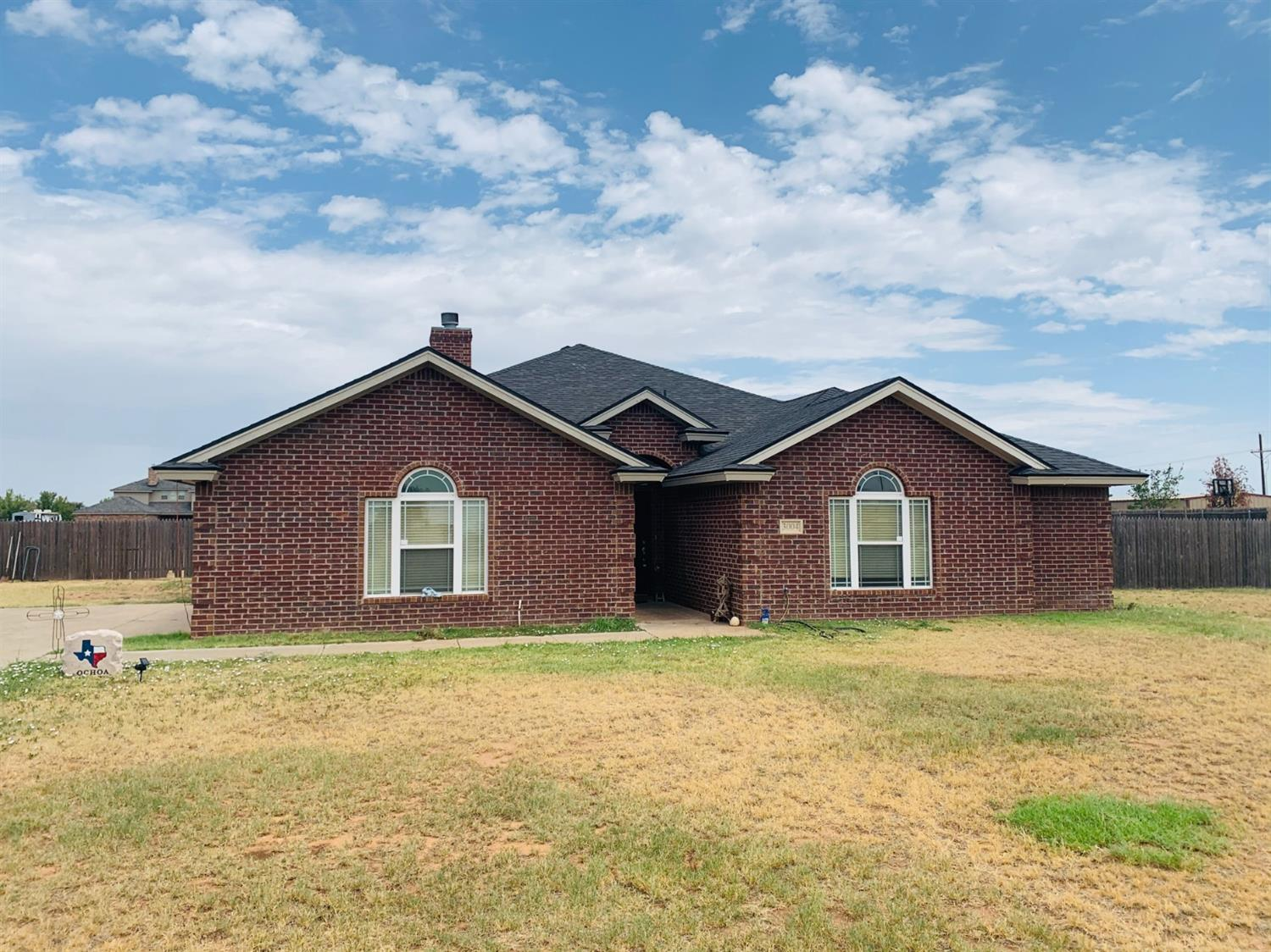 Reduced !!! Nice 4/2/2 in Timber ridge.  1.2 acres,  Isolated master with large open kitchen.