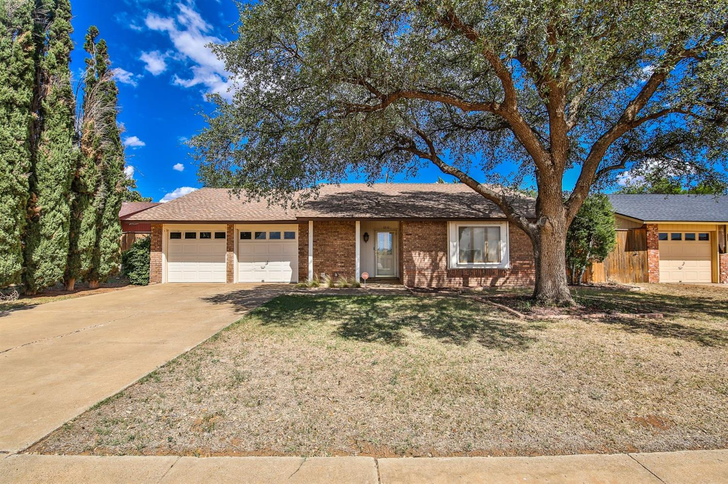 MOVE IN Ready!!!  This home is fully updated.  You will LOVE this home!  This home has easy access from all directions.  Quiet neighborhood with a quiet street.  Grab your favorite Realtor and set up your own private tour!