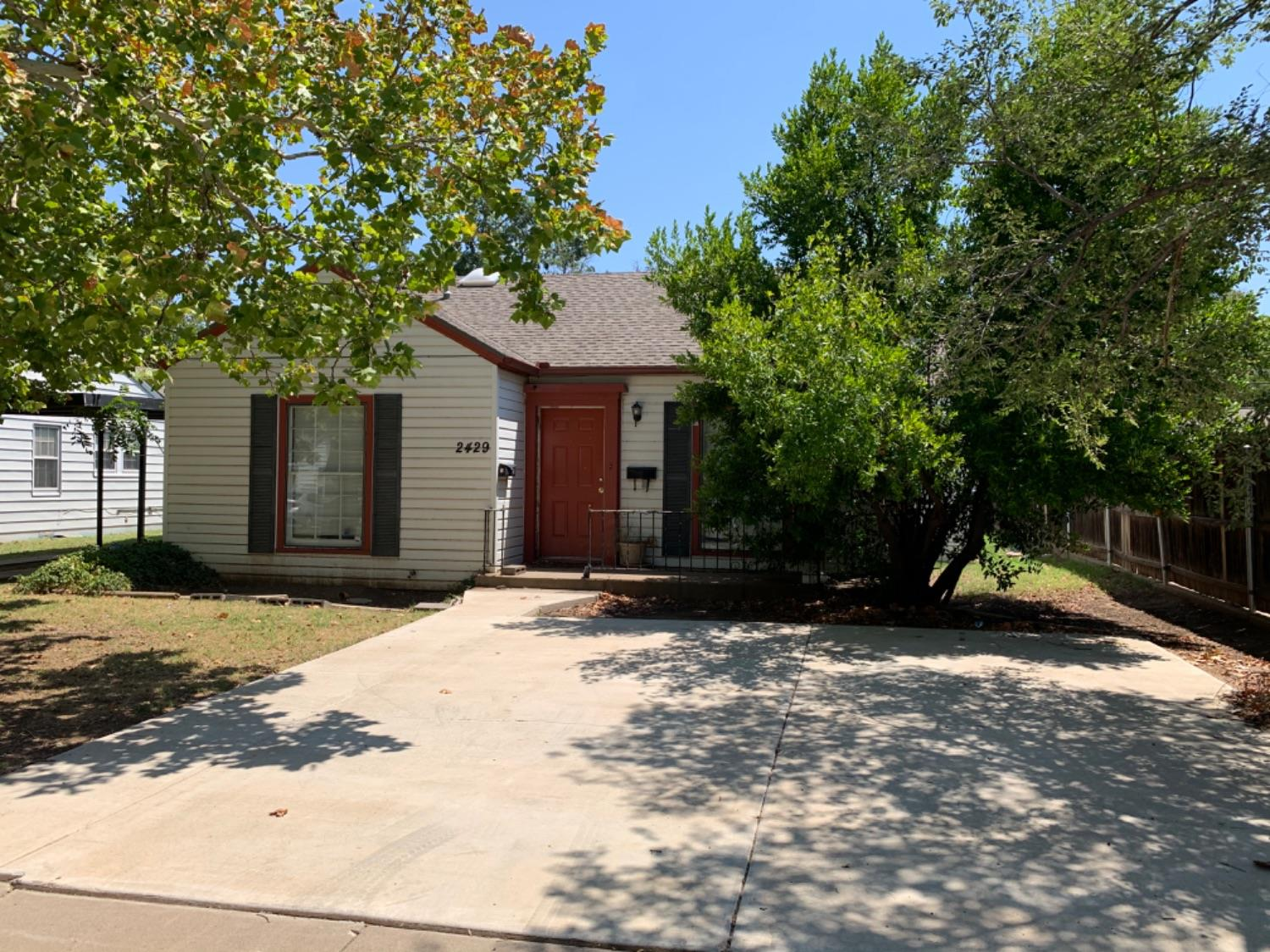 Great home in the heart of Lubbock. Very close to the TTU campus!