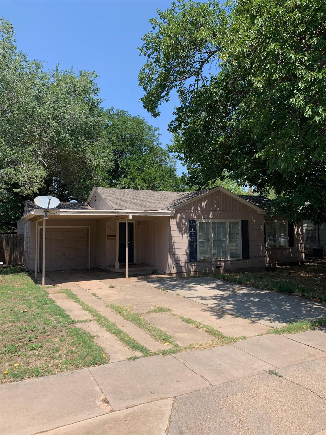 Great home in the heart of Texas Tech. Close to the local parks and just blocks from the Texas Tech campus. This 3 bed 2 bath home has a great lay out and huge back yard.