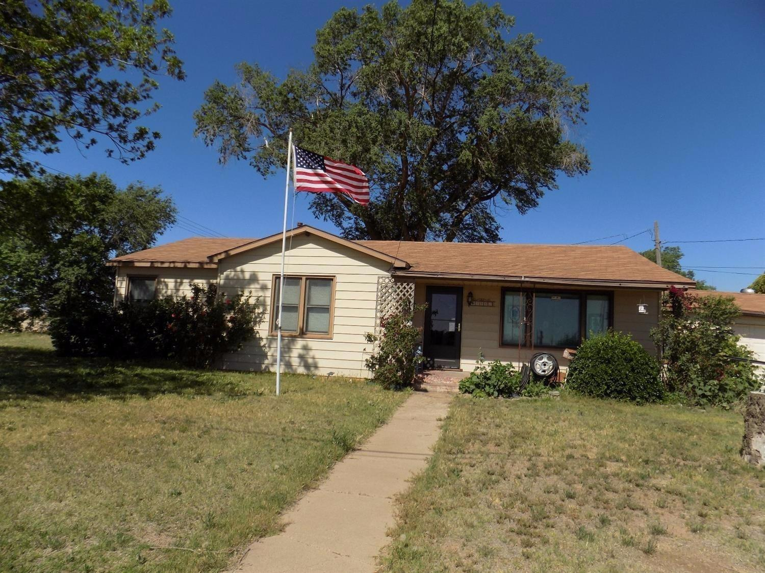 This property is in a great location. This is a developing area. It is a corner lot with easy access to both the Clovis highway and the loop. Take a look at this property today.