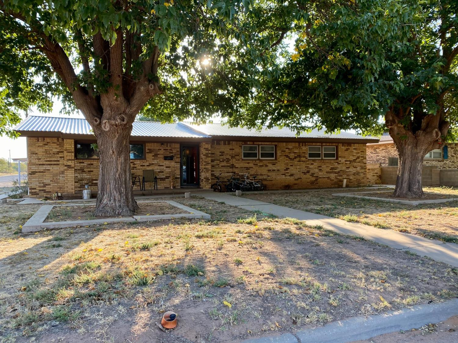 Looking for a home right across the street from a park & city pool?! If so, this is the home for you! Nice house on corner lot. It offers, 3 bed, 2 bath, 2 living areas and a good size backyard. Dont miss this one!