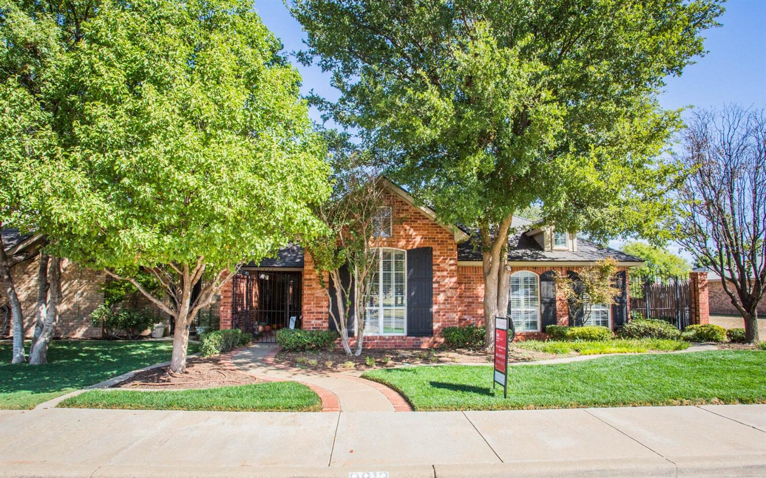 This cute garden home has it all! From hardwood floors, zoned heating and air conditioning, to newly renovated spare shower! It is in a great area with awesome curb appeal!!