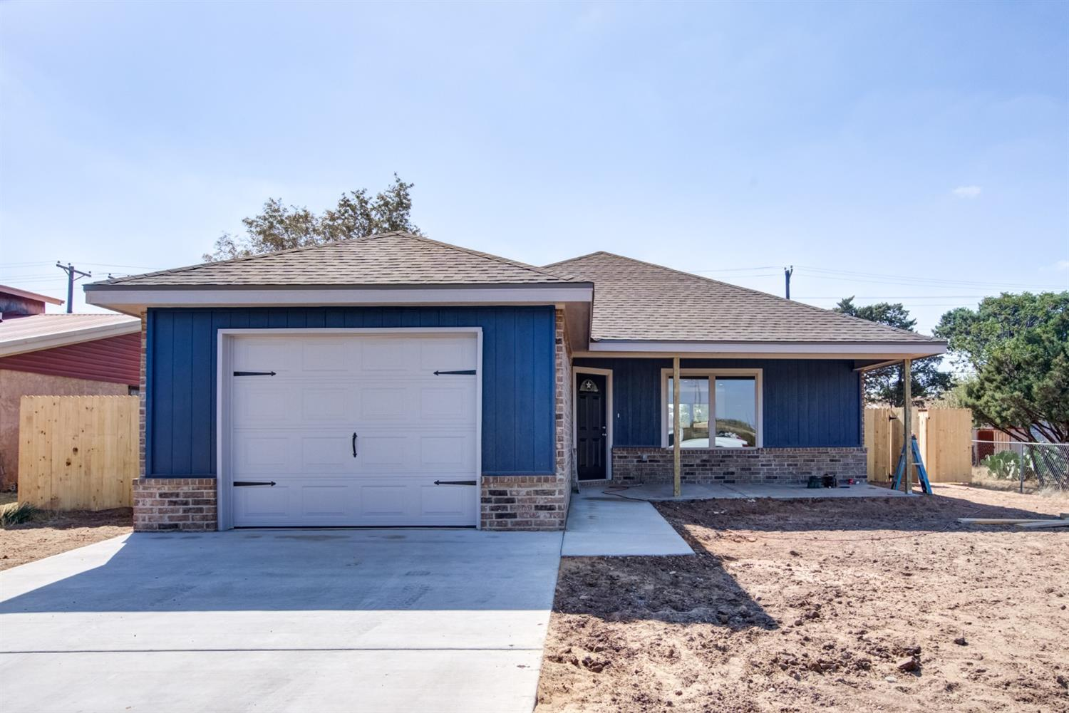 New construction! This home features 3 bedroom, 2 bathroom, 1 Car garage. Open concept. Isolated master. Large front and back yard.