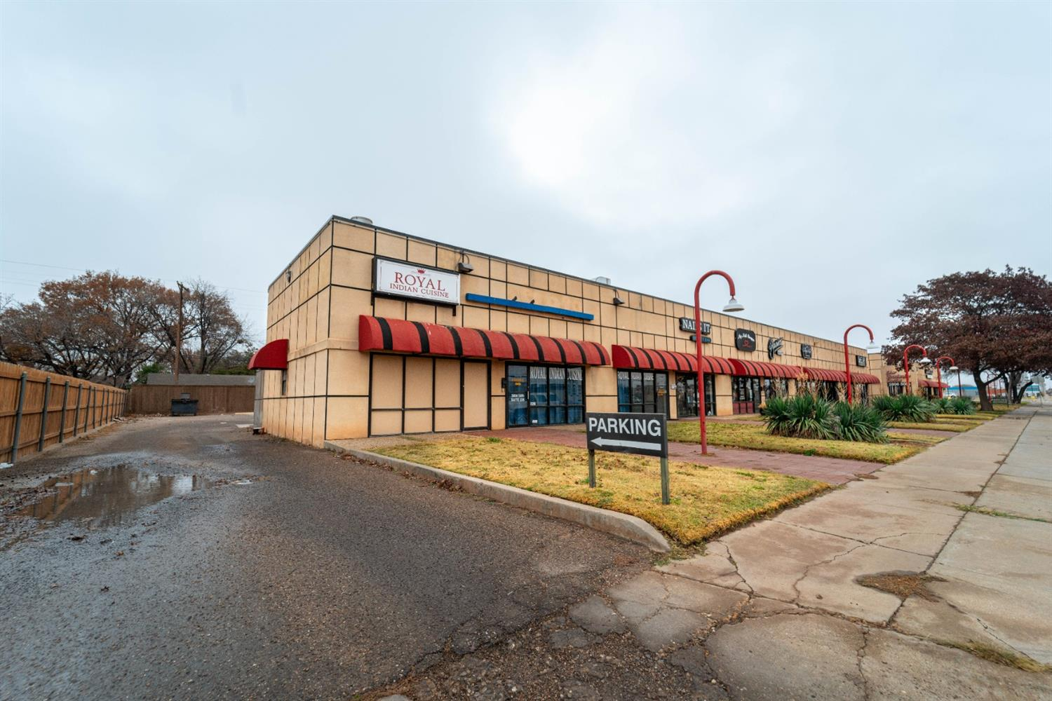 13 fully occupied retail condos located in central Lubbock, great tenant base made up of mostly long term occupants. Great income with even more potential!
