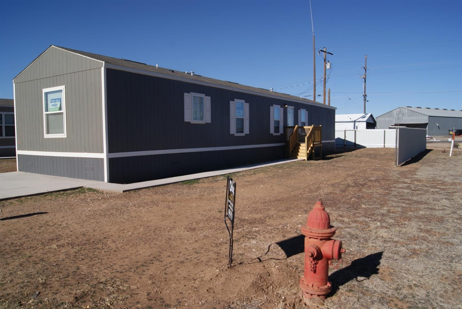 Beautiful new manufactured home presented by Clayton Homes. 3 Bedroom 2 bath move in ready. Open concept for kitchen, dining, and living area. Low E Glass Windows.