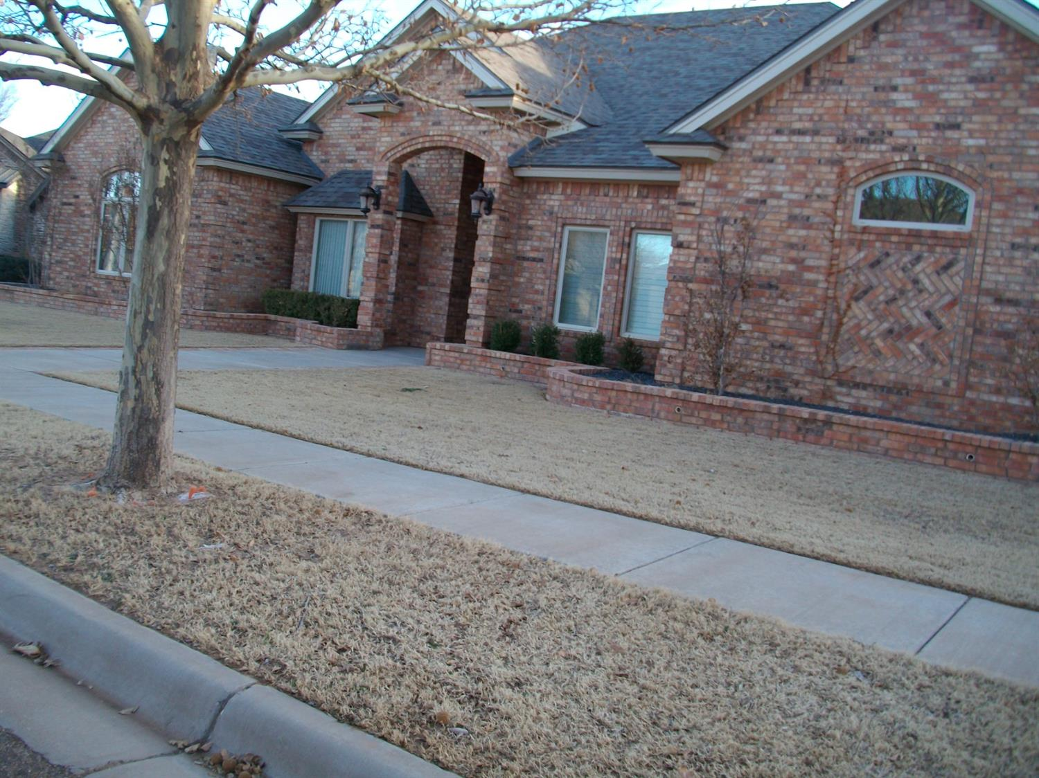 a Gerald Long home/4 BD W 4 bath W/office.  or 5 bedrooms  hugh covered backporch. lots of storage, sprinkler,   7 ft fence/large Iso master with hugh wrap around closet/ gourment kitchen 2 0vens and microwave built in/ window seat w storage din./ high ceilings    3 car gar. paved alley  alarm system ? you will love all the extras as @ lighting  2 central systems, one for the left side of house  one for the right side  great window treatments.