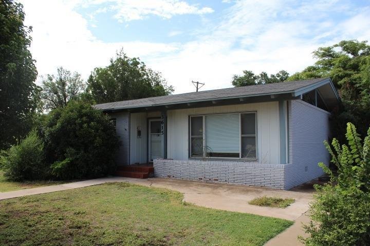 Amazing investment property! This four bedroom, 3 bathroom home has two living areas and a large backyard. This home was previously leased for $2,000 per month.  Call us TODAY!