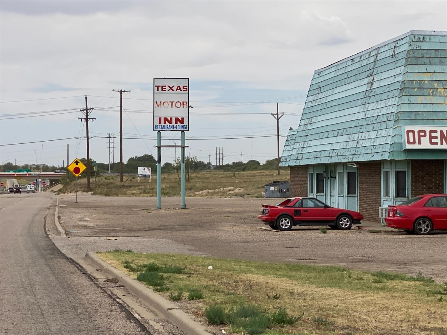 Hotel on I-27 N.  Perfect location for future buildings, retail, hotels, convenience stores, ect.    Location, Location, Location!  On N Interstate 27  Easy Access to Loop 289