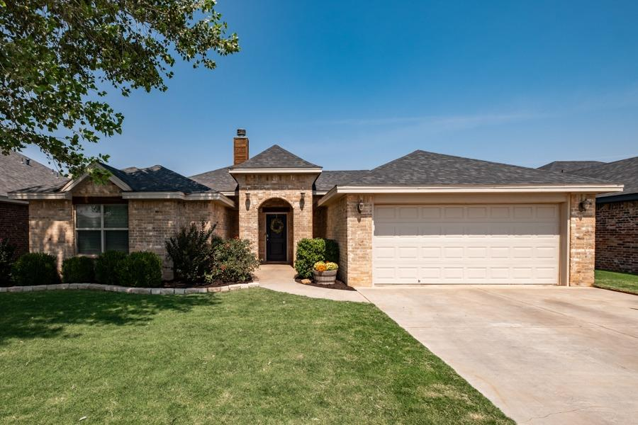 Charming Kevin Reed home! This beautiful home has been well cared for and you can see the pride of ownership. Lots of windows and natural light, nestled away in a quiet cul-de-sac. Call your favorite REALTOR today to schedule your private showing!