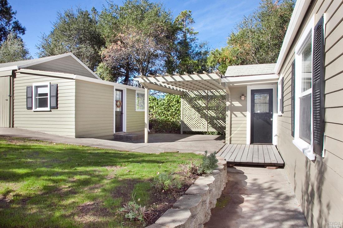 301 Powell Avenue, Healdsburg, CA 95448