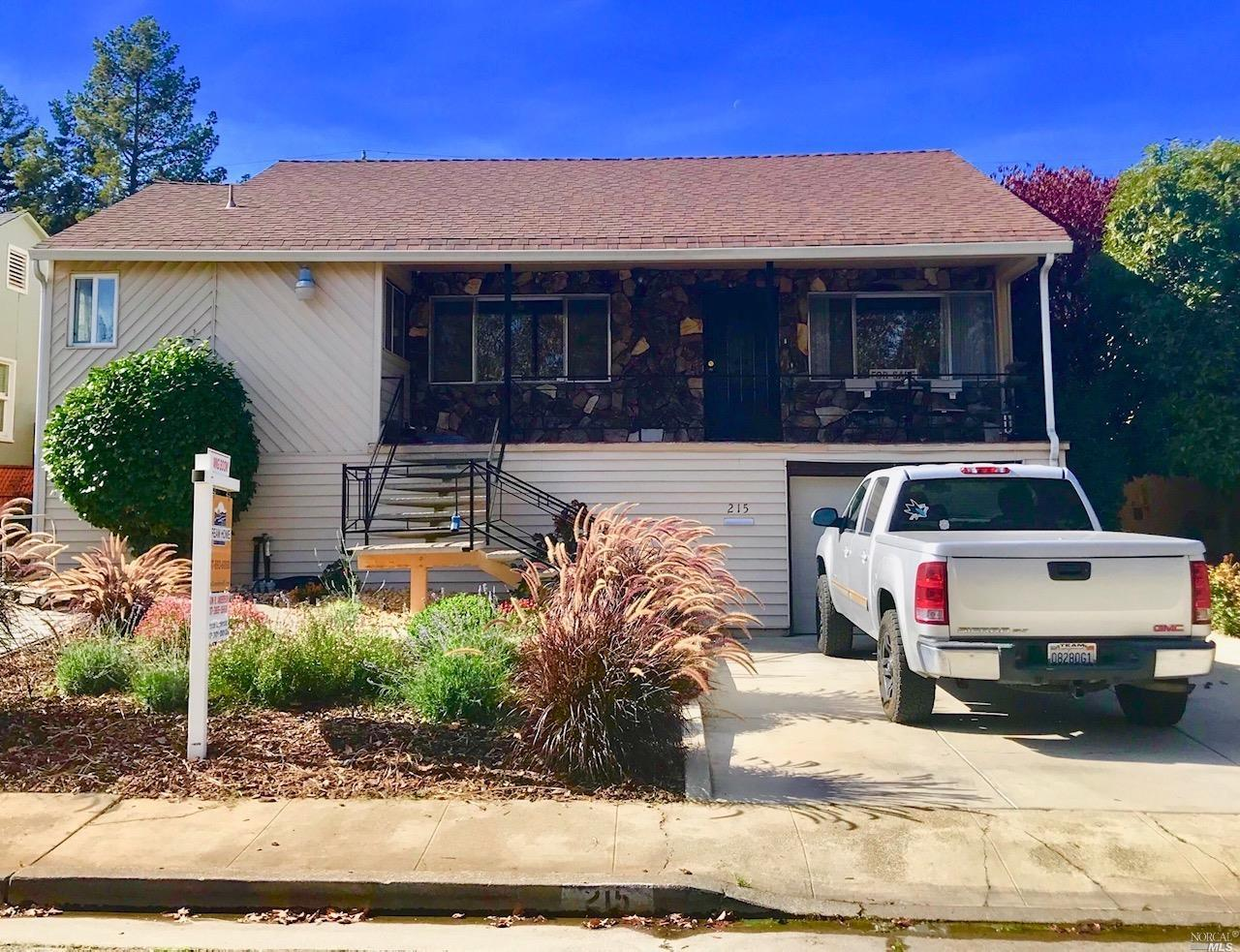 215 VIEWMONT AVENUE, VALLEJO, CA 94590