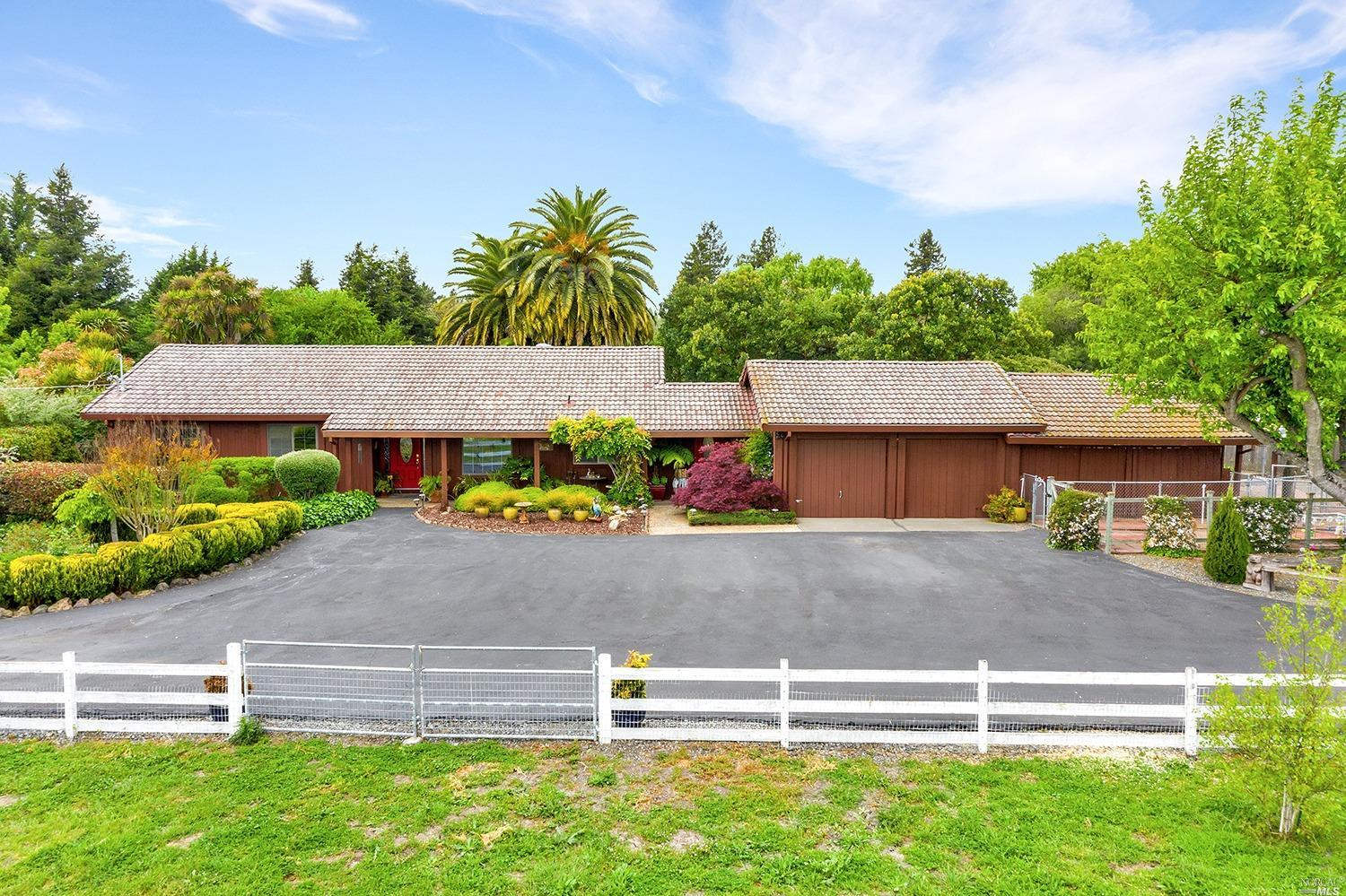 1345 Airport Road, Cotati, CA