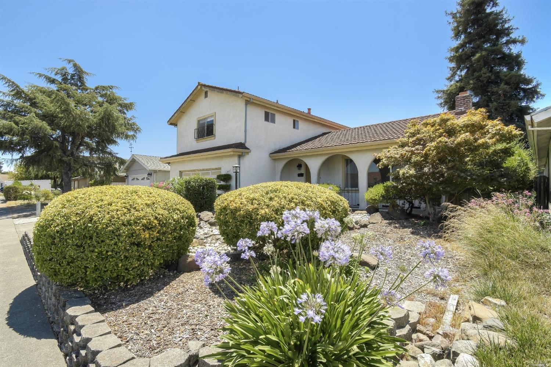826 Saint Francis Drive, Petaluma, CA