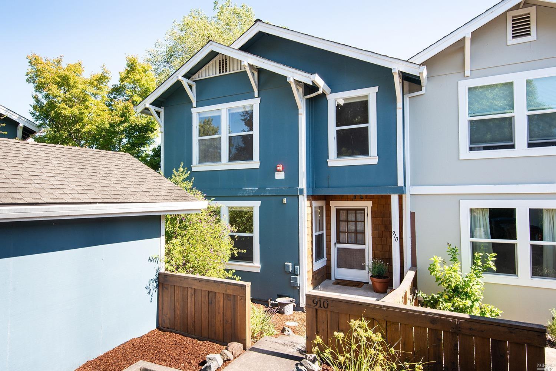 910 Pepperwood Lane, Petaluma, CA