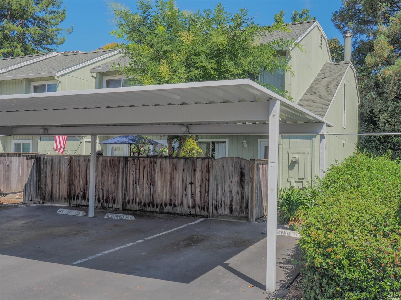 658 Racquet Club Circle, Rohnert Park, CA