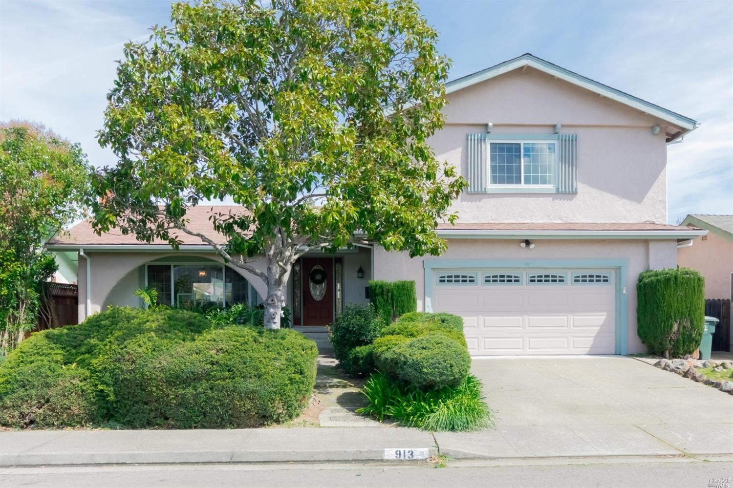 Photo of 913 Pinewood Court, Petaluma, CA 94954