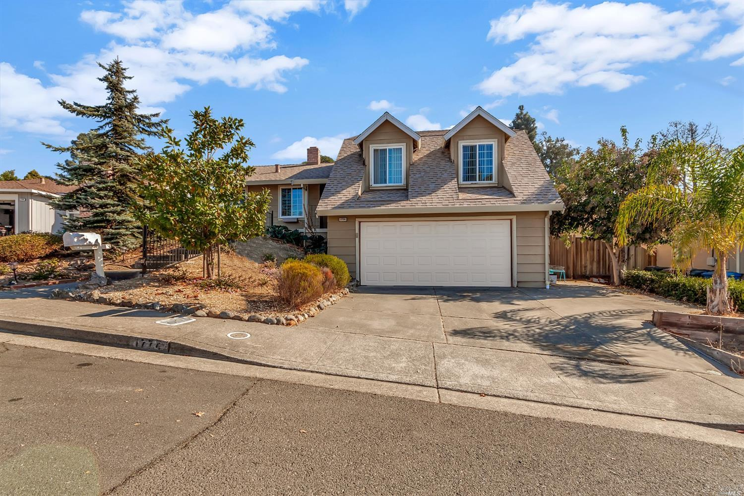 Tri-level home w/full bedroom, bath & family room downstairs | Central heat & A/C | Dual pane window