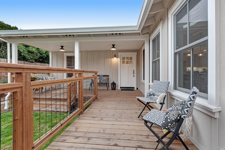 805 Cobbler Lane, Petaluma, CA