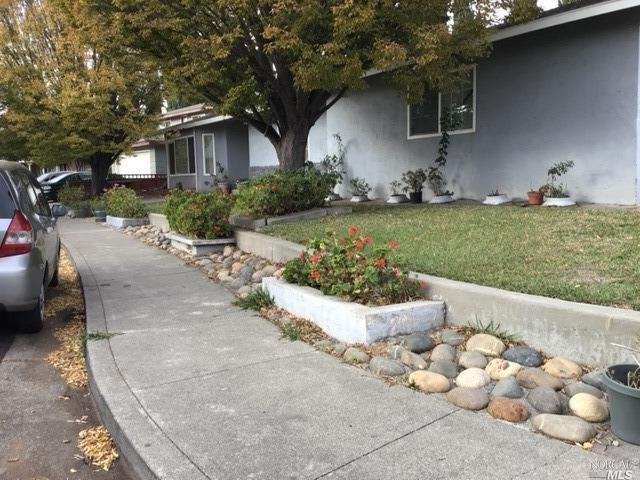 Fixer Upper 3 bedroom 2 bath . In Beautiful well Established Area. Needs some Tlc.This house wont la