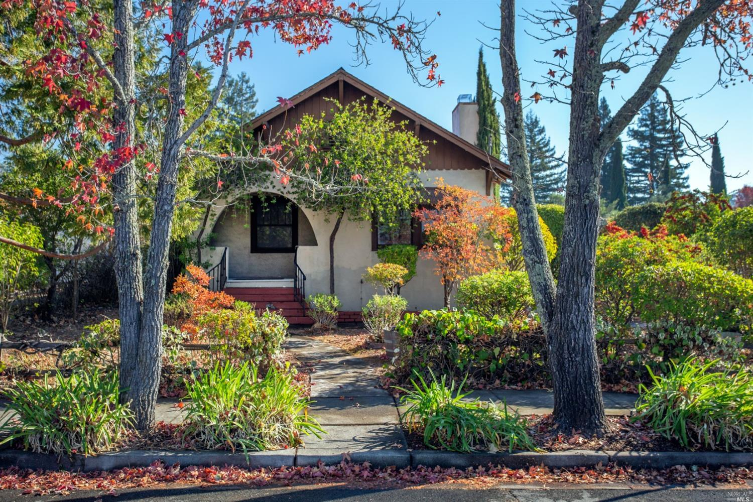 Fabulous Eastside location, great potential for remodel, close to bike path and plaza. Vineyard view