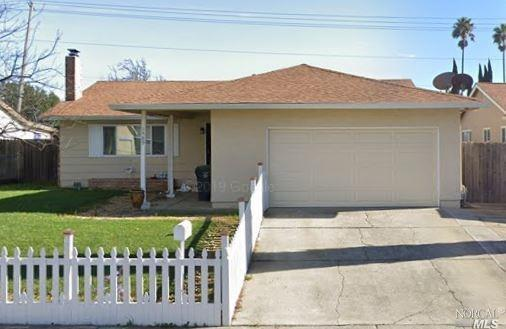 Beautiful single story 3 beds and 2 baths home.  Several upgrades including granite kitchen tops. Wo