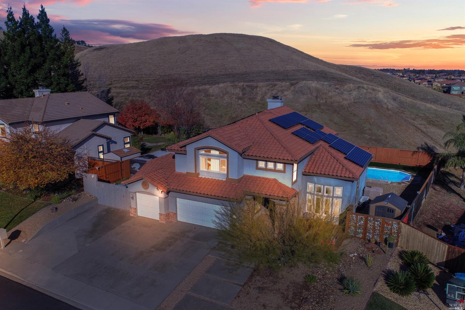 This beautiful executive 5 Bedrooms, 3 Baths home  opens up to the Vacaville hills. Giving you lot o