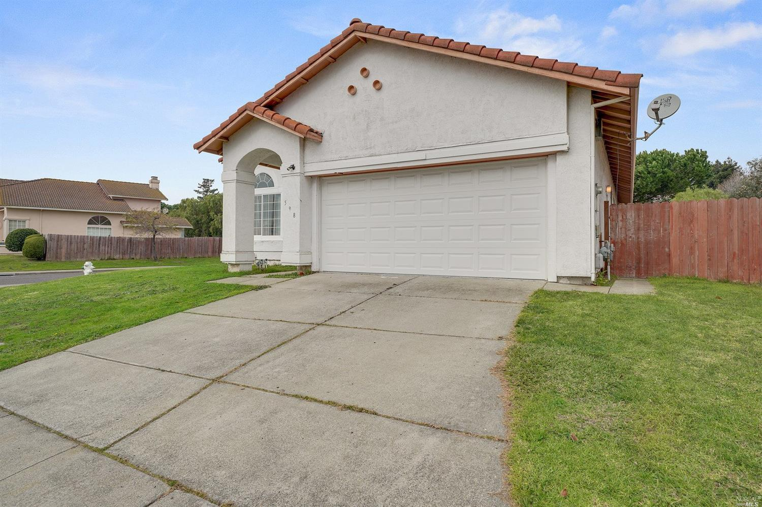 Location.. Location..  Location.  This home is located on the boarder of American Canyon and Vallejo