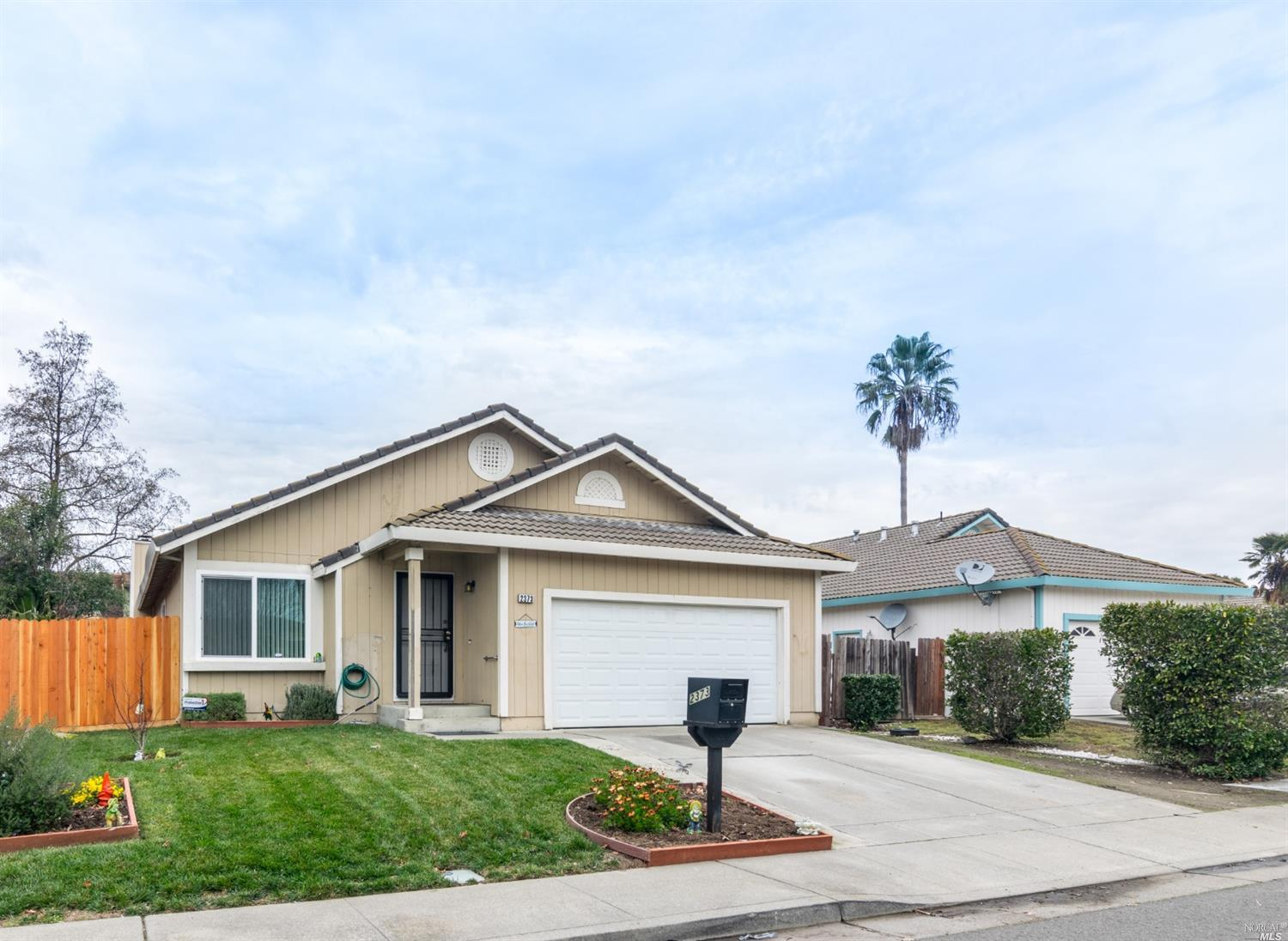Great single story home with updated kitchen. Stainless steel appliances and slab granite counters.