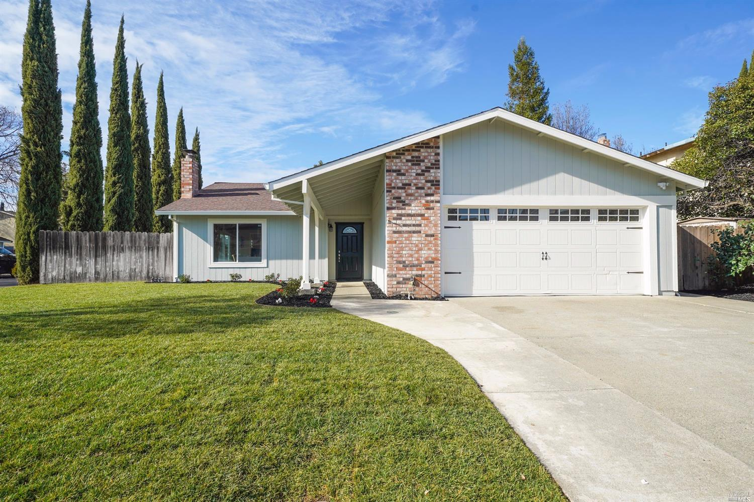 Honey...Stop the CAR! 4/2 SS in Vacaville, near schools, shopping and parks. New Kitchen, New Floors