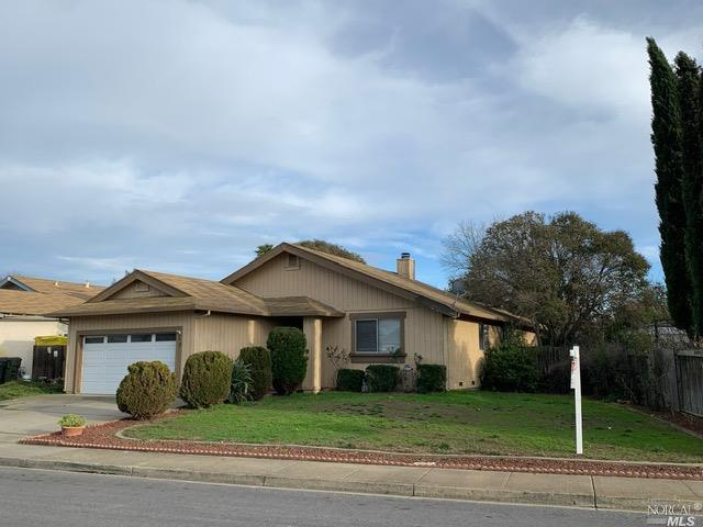 3 bedroom 2 bath, great room, large back yard. Walking distance to schools and park. Shopping is nea