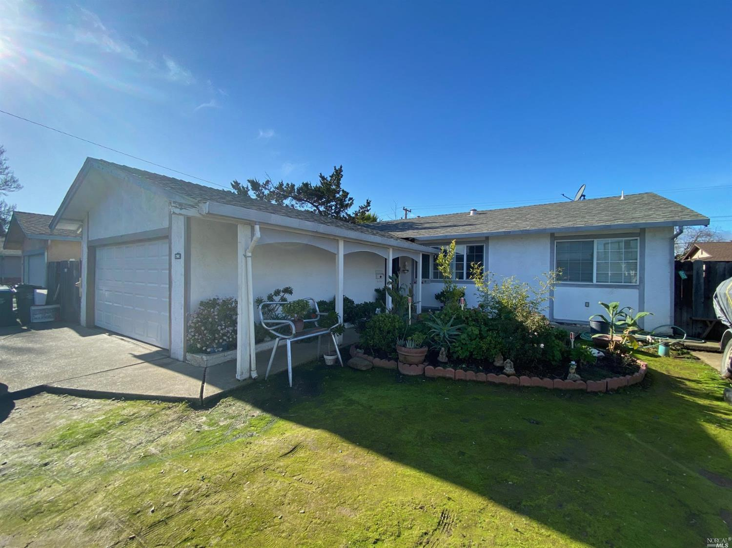 A Dover Terrace 4 bed 2 bath single story home with 1300 sq feet of living space. Located on a quiet