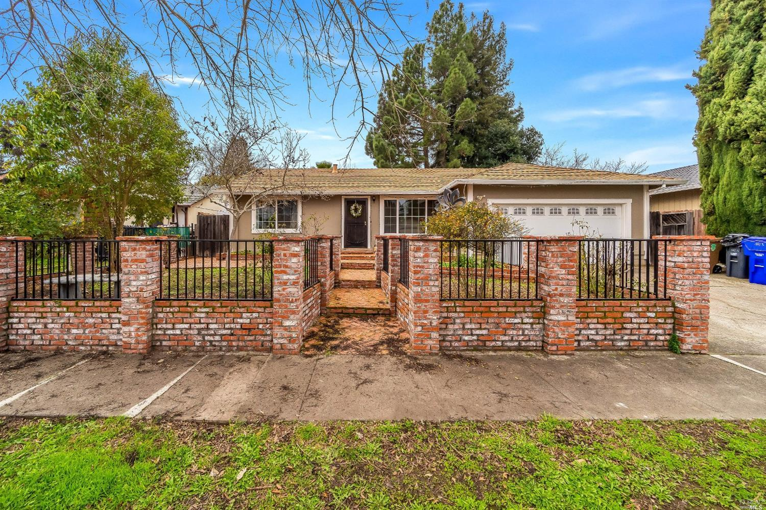 Charming and inviting home in a desirable North Napa neighborhood. This move-in ready home offers an