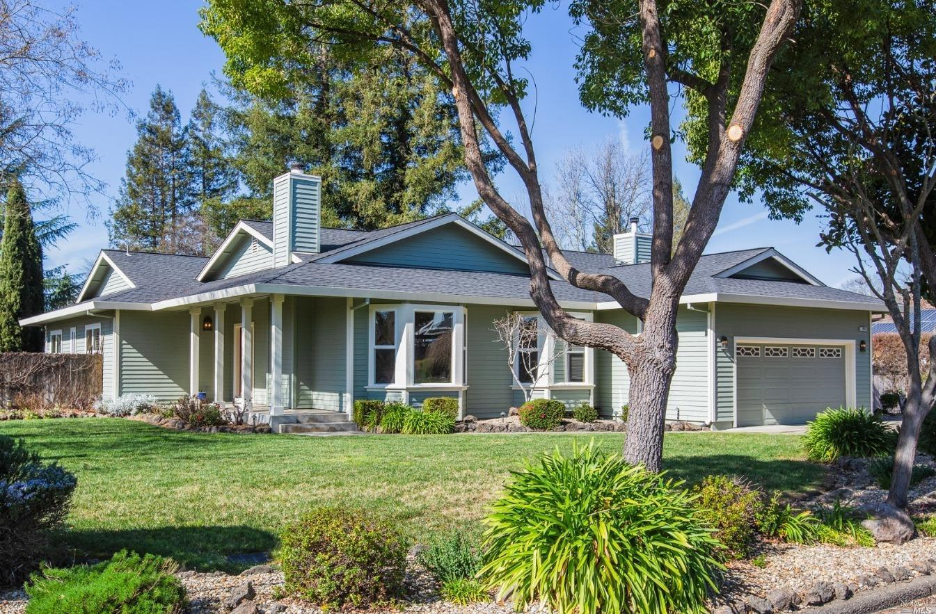 Wonderful single-story home on more than 1/4 acre in Oak Creek, one of Windsor's most sought-after n