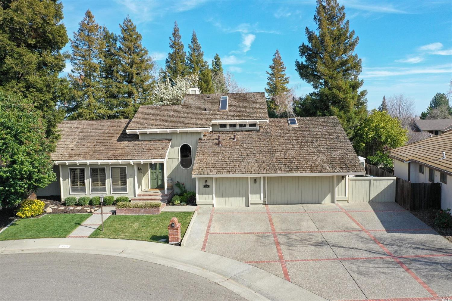 Beautiful custom home in a highly desirable neighborhood. Amazing open-beam vaulted ceilings. Large