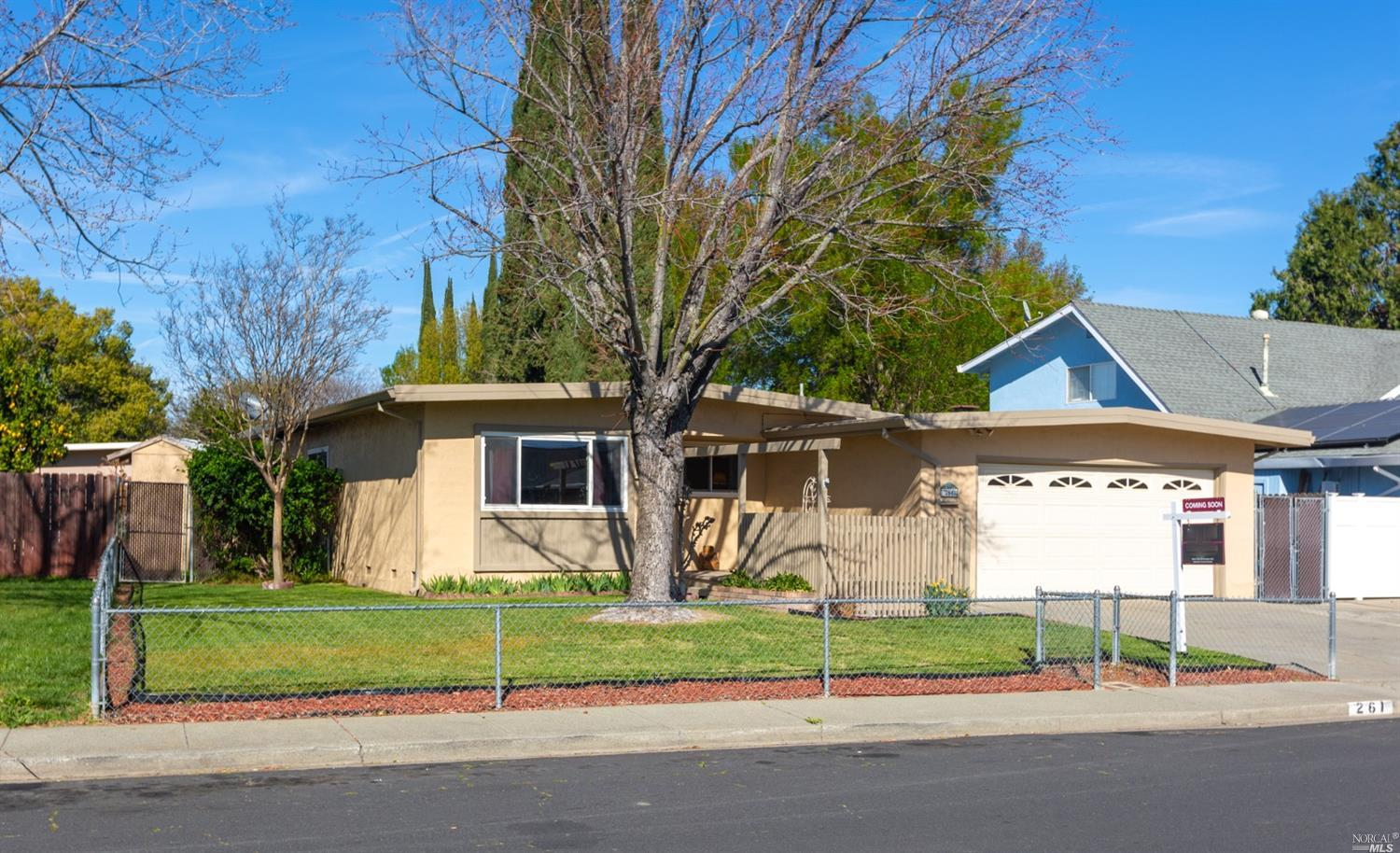 Super cute single story starter home! Move in ready, updates throughout. Kitchen has modern white ca