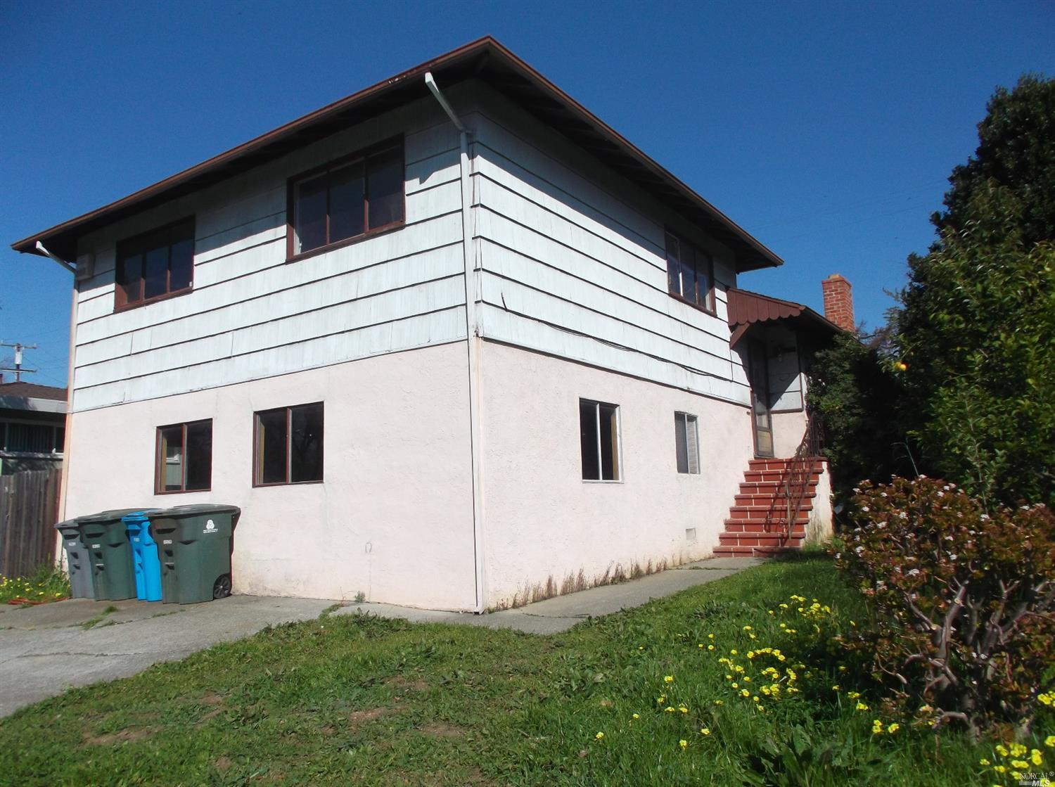 This Property is an Investor's Dream Located in a Great Neighborhood... 3BD/2BA House on a Nice Size